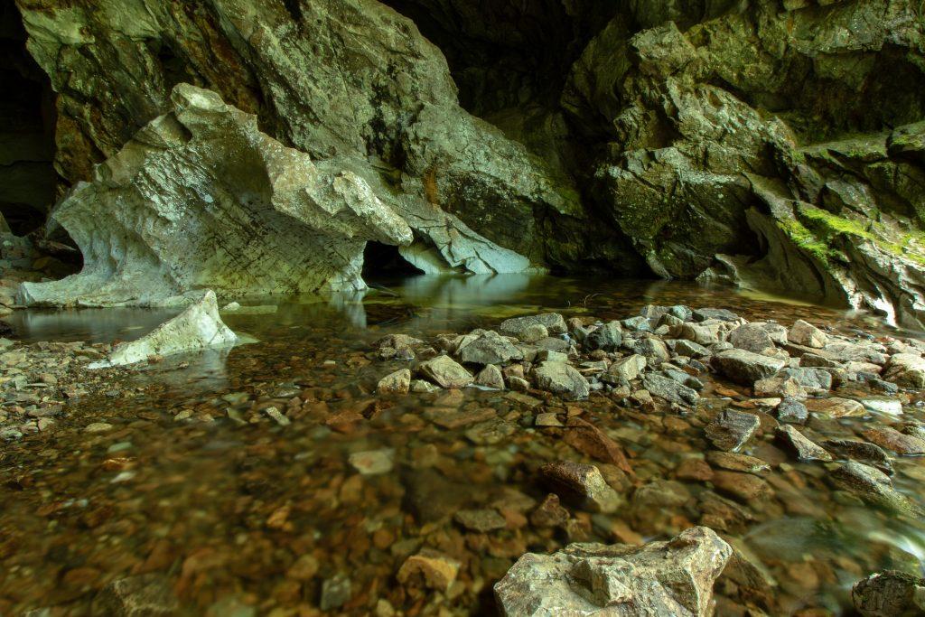 tahsis bc vancouver island upana caves